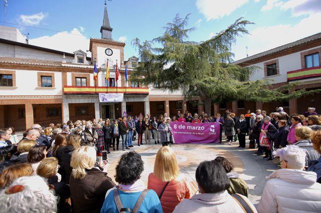 Concentración en el Ayuntamiento de Las Rozas