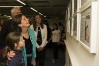 """La alcaldesa inauguró la exposición """"El Quijote, ¿Cómo lo ves?"""", con 126 ilustraciones de escolares de Pozuelo"""