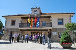 El Ayuntamiento de Torrelodones se suma al minuto de silencio por el asesinato de Isabel Carrasco