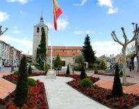 La plaza de la Iglesia de Galapagar se viste de primavera.