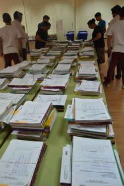 Reparto de 1.500 libros de texto en el Instituto público de Torrelodones