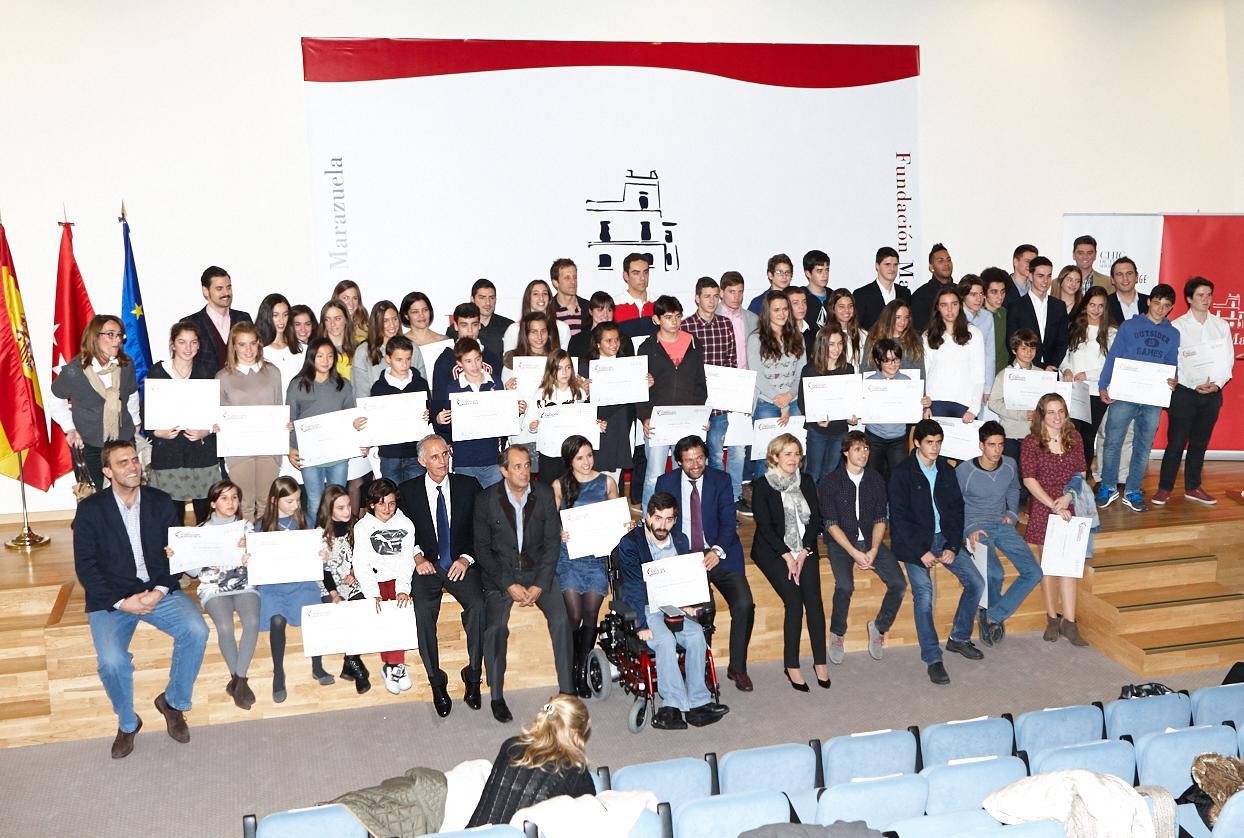 """Medio centenar de deportistas de Las Rozas reciben las becas """"Cum Laude"""" de la Fundación Marazuela"""