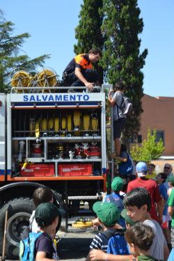 Muestra de unidades de emergencia y seguridad en el 20 aniversario de Protección Civil