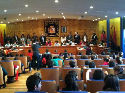 Torrelodones celebra su pleno infantil el Día Mundial de la Infancia