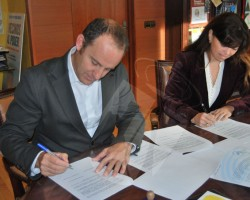 Se firma el convenio para la renovación de la red de agua potable de la urbanización Arroyo de Trofas
