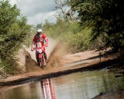 Antonio Gimeno llega al podio final en el Dakar 15