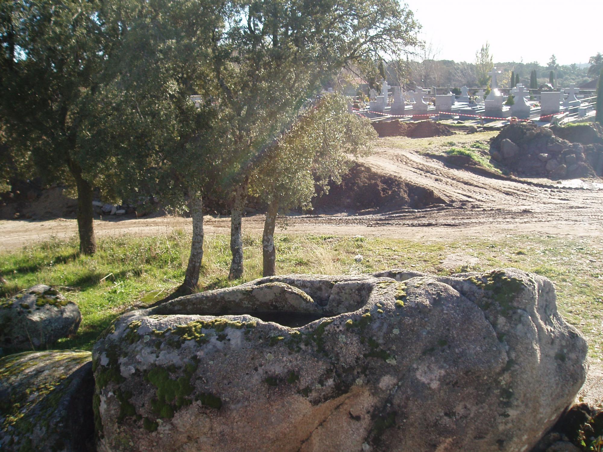 Guardia Civil y Patrimonio paralizan la apertura de nuevas tumbas programada por el Ayuntamiento de Hoyo en el cementerio municipal
