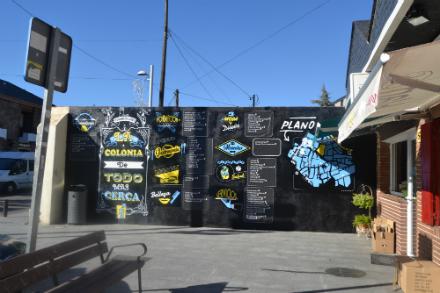 Un mural para el directorio comercial de La Colonia