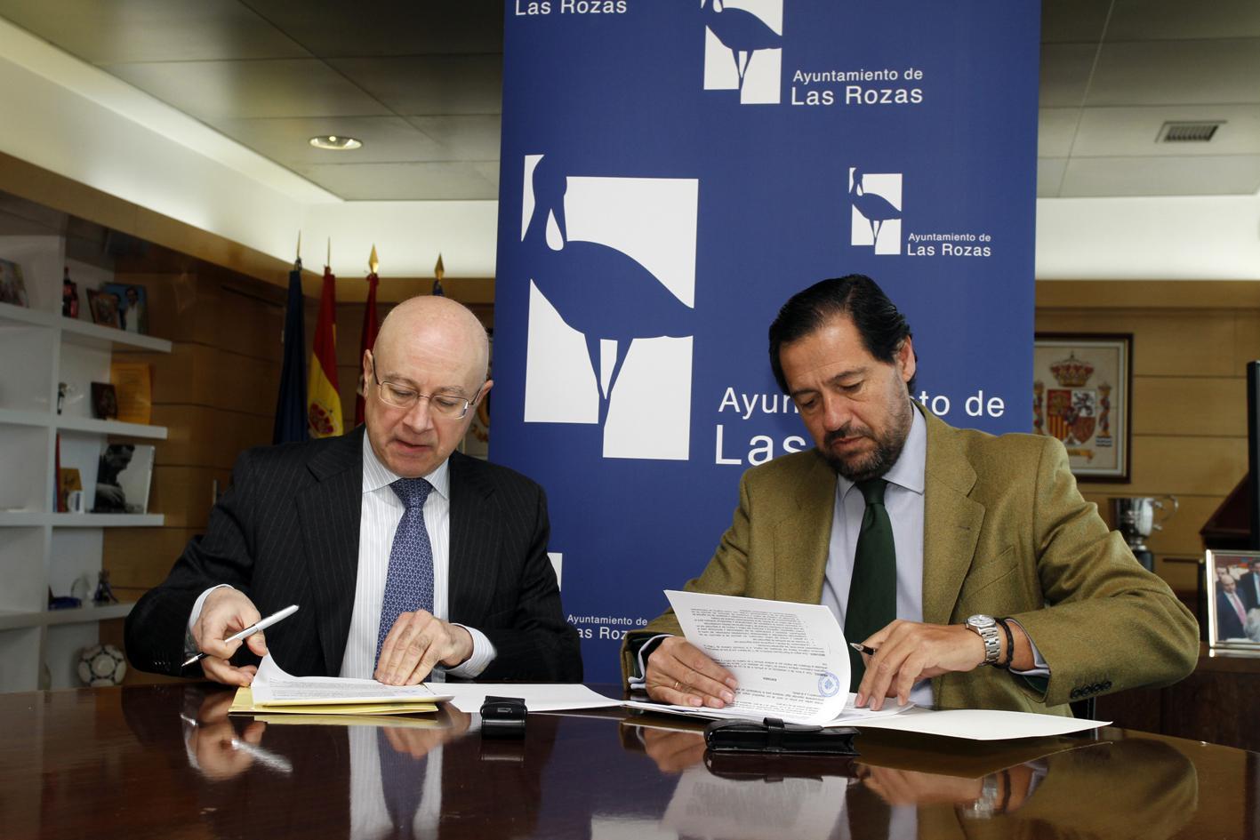 El Ayuntamiento de Las Rozas y la DGT firman un convenio para mejorar la seguridad del tráfico en el municipio.