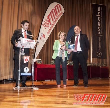 Collado Mediano recibe la placa al Mérito Motociclista