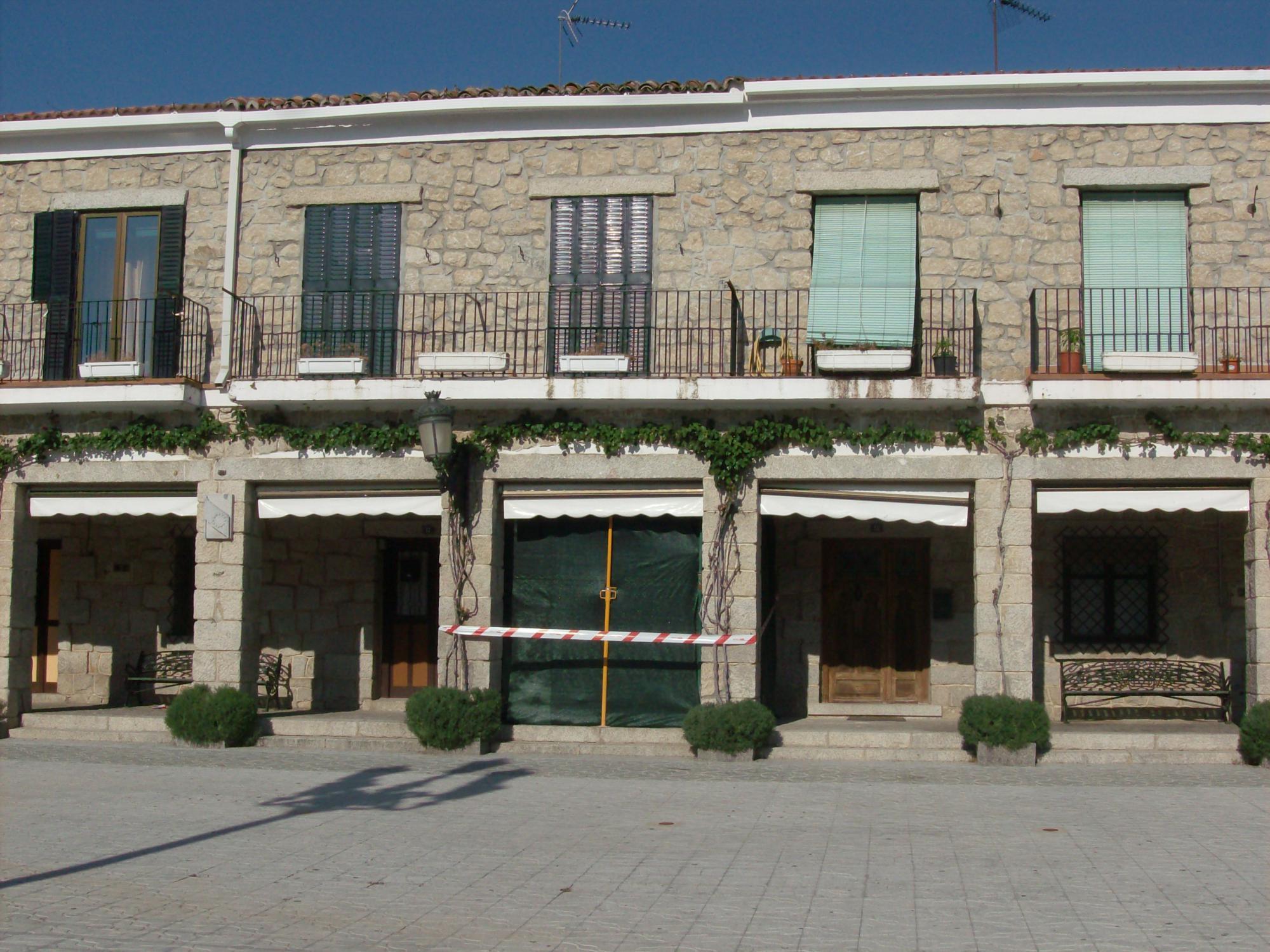 Aprobada la comisión de investigación sobre la apertura de bar en una de las viviendas de la plaza Mayor en Hoyo de Manzanares
