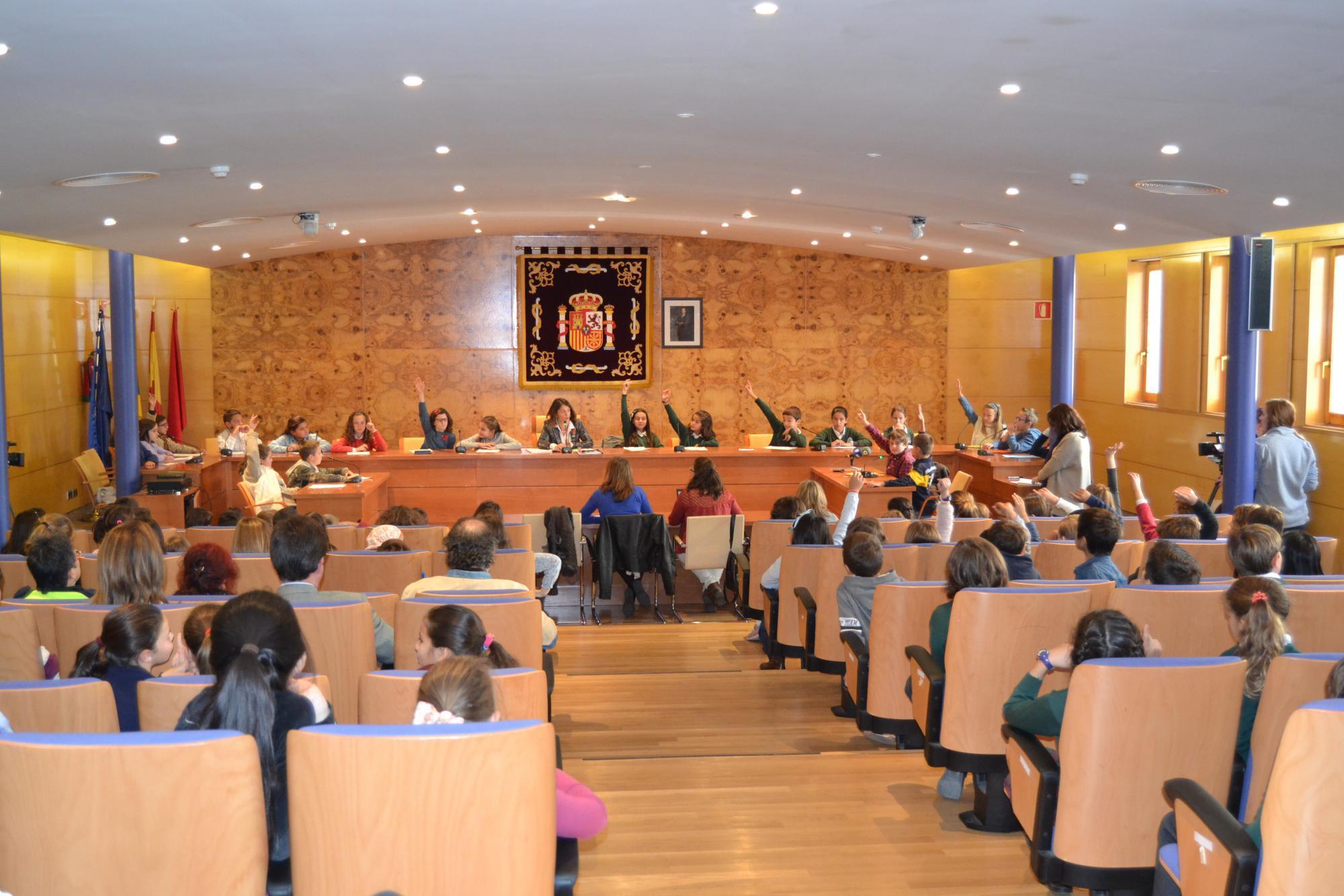 El Pleno infantil en Torrelodones reafirma los Derechos de la Infancia