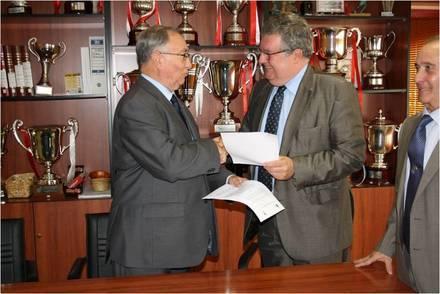 El Colegio San Ignacio ofrece a sus alumnos de FP cursos de entrenador de fútbol.