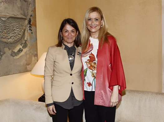 Reunión de la alcaldesa de Torrelodones, Elena Biurrun, con la presidenta regional, Cristina Cifuentes