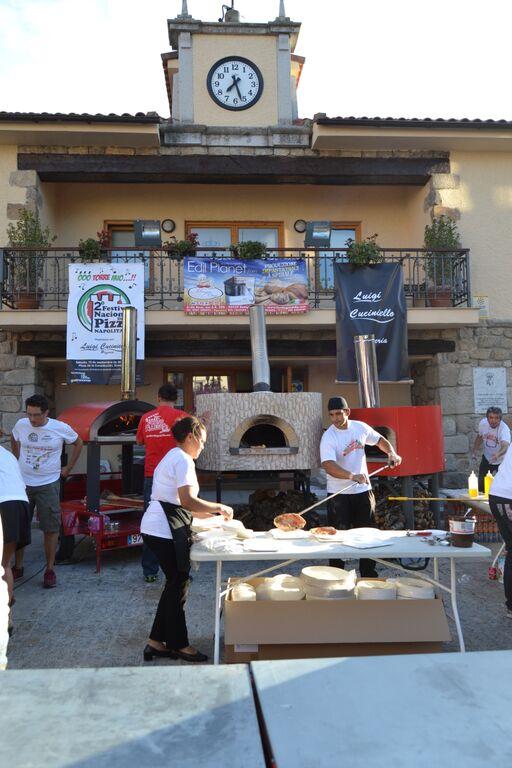 Tradición y solidaridad en Torrelodones con la pizza napolitana
