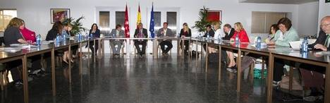 Diputados alemanes conocen in situ las políticas de integración de la CAM