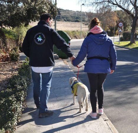 Colaboración municipal para que una vecina tenga un perro de asistencia
