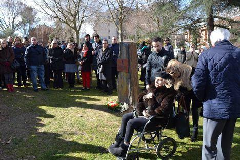 Recuerdo al cámara José Couso en el Parque París