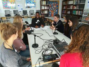 Alumnos griegos, alemanes y finlandeses visitaron el Colegio Zola