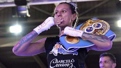 La campeona del mundo de boxeo Joana Pastrana entrena en Moralzarzal