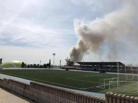 Incendio en una nave de 300 metros cuadrados de Európolis