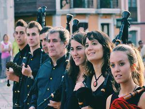 Música gallega y folk celta en la actuación de A Pintega Marela