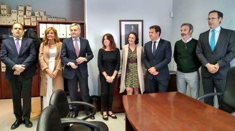 La consejera de Justicia, Yolanda Ibarrola, visita el Juzgado de Paz