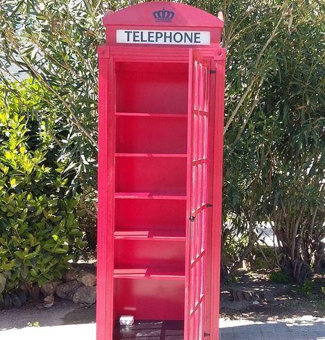 Hoyo estrena una cabina telefónica para intercambiar libros