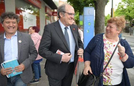 El candidato socialista a la Comunidad, Ángel Gabilondo, visita el Noroeste