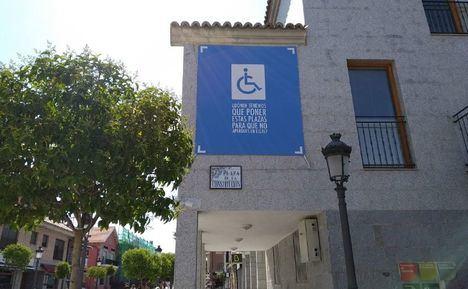 Una campaña promueve el buen uso de los aparcamientos para personas con movilidad reducida