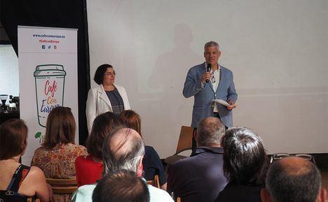 Los vecinos de Torrelodones se toman un 'Café con Europa'