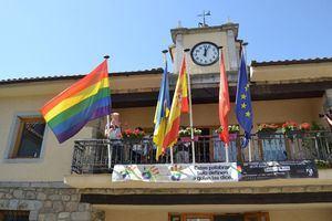 Torrelodones vuelve a izar la bandera LGTBI en el Ayuntamiento