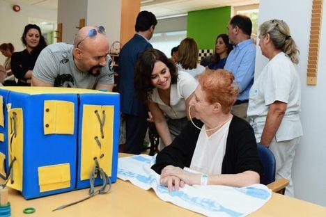 Díaz Ayuso visita a los pacientes del Hospital de Guadarrama