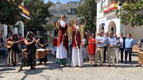 Un mercado romano y Los Secretos para despedir las fiestas patronales