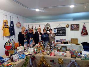 Las artesanas de Guadarrama abren su mercadillo navideño