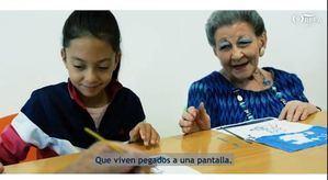 ORPEA felicita la Navidad con su taller 'Manos que rompen el silencio'