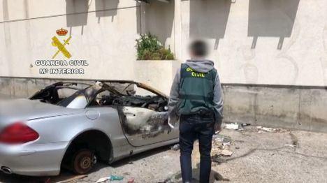 Detenidos dos hermanos por robar en cinco coches e incendiar otro