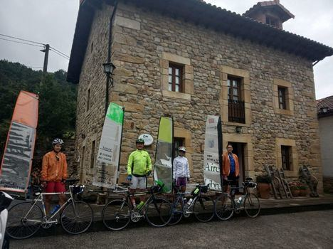 De Segovia a Asturias en bicivela: la singular aventura de varios vecinos de Torrelodones