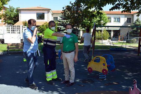 Guadarrama comienza a desinfectar sus parques para abrirlos