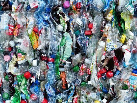 Collado Villalba acoge una acción contra los plásticos de un solo uso