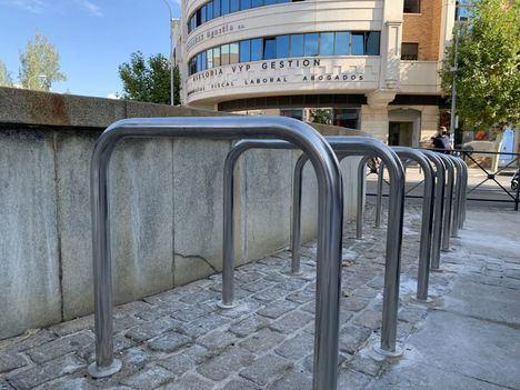 Majadahonda fomenta el uso de la bicicleta con la instalación de 62 nuevos aparcabicicletas