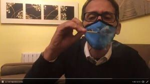 El portavoz de Ciudadanos en Boadilla denuncia con un vídeo la poca eficacia de las mascarillas repartidas en los colegios