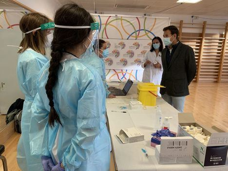 Las Rozas ya ha vacunado a más de 8.000 vecinos de la gripe en las dependencias del Ayuntamiento