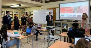 Los escolares madrileños disponen de 20.000 libros a través de la biblioteca virtual MadREAD