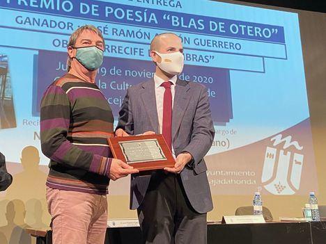 La obra 'Arrecife de Sombras' recibe el Premio de Poesía Blas de Otero de Majadahonda
