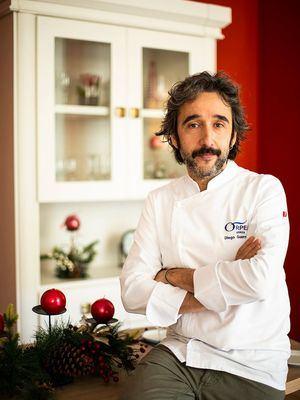 El chef Diego Guerrero cocina el menú de Nochebuena para los mayores de las residencias ORPEA
