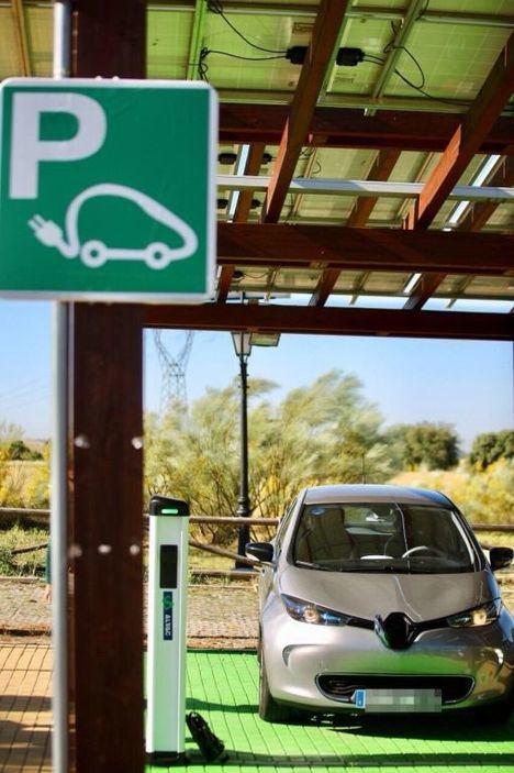Las Rozas premiado por su punto de recarga híbrido e inteligente para vehículos eléctricos