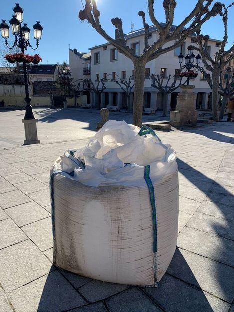 El Escorial distribuye sal entre los vecinos ante la alerta amarilla prevista para estos días