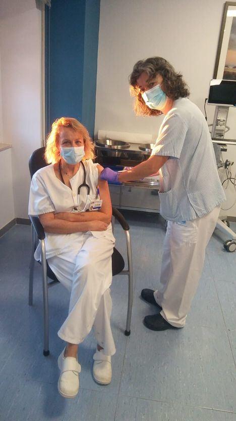 Comienza la vacunación contra el COVID19 de los profesionales sanitarios del Hospital de Guadarrama
