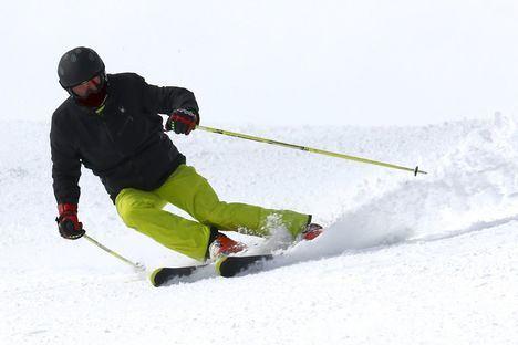 El sol y la nieve de buena calidad hacen que las estaciones de esquí madrileñas cuelguen el cartel de completo